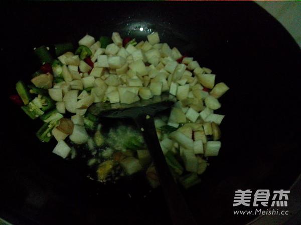 火腿肠玉米菇丁怎么做