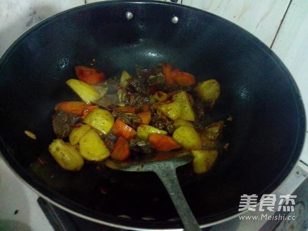 萝卜土豆烧牛肉怎么煸