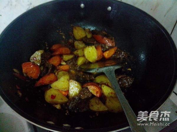 萝卜土豆烧牛肉怎样煸