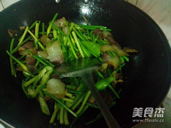 青椒蒜苔炒腊肉怎样做