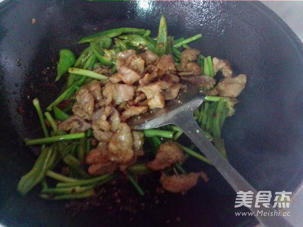 青椒蒜苔炒瘦肉怎样煸