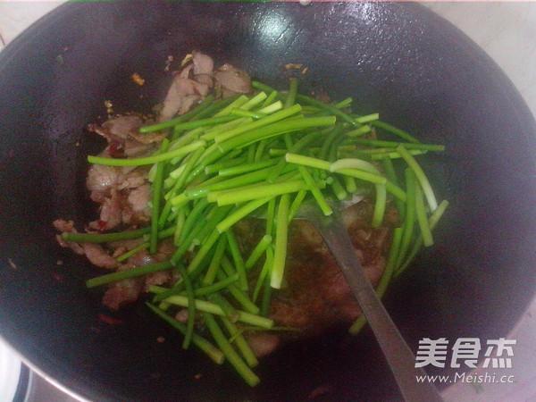 腊瘦肉炒蒜苔怎么做