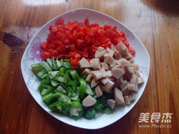 玉米青椒火腿肠的简单做法