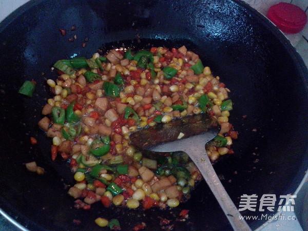 玉米青椒火腿肠怎样煸