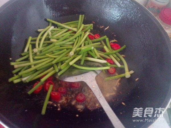 蒜苔炒肉怎样煸