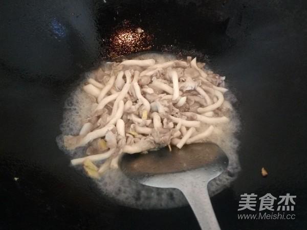 蘑菇炒肉的简单做法