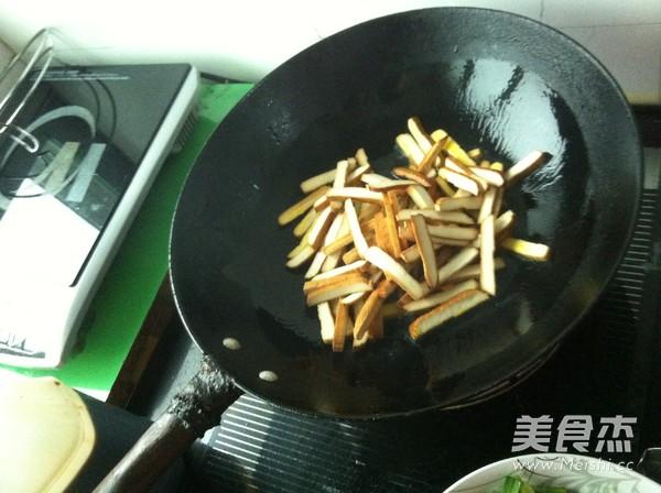 豆腐干炒韭菜的家常做法