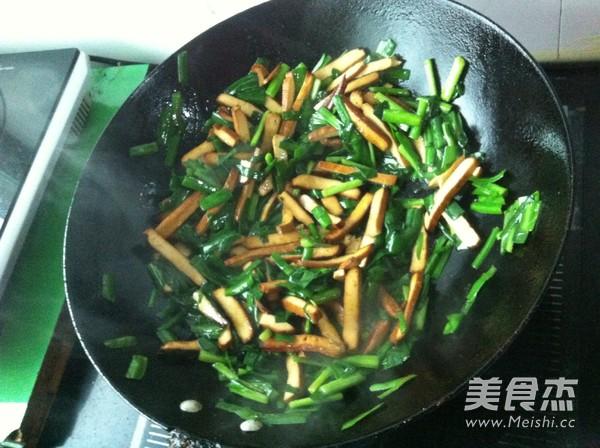 豆腐干炒韭菜怎么做