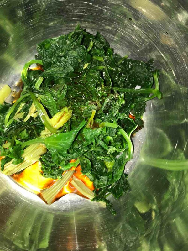 凉拌芹菜叶的简单做法