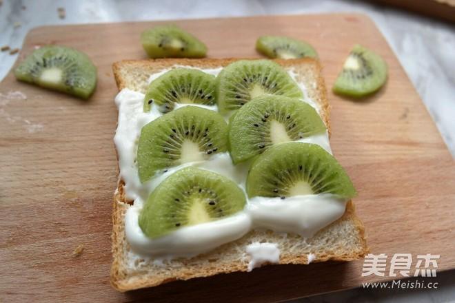 早餐水果吐司的简单做法