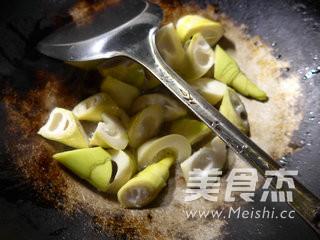 咸肉煮双笋的简单做法