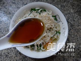 韭菜虾皮摊鸡蛋的家常做法