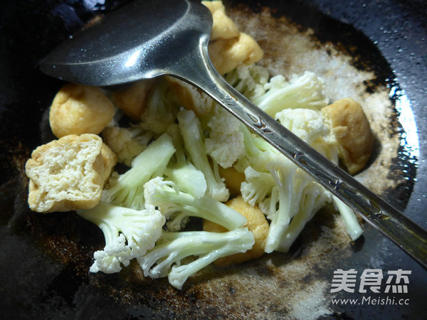 油豆腐炒花菜的简单做法