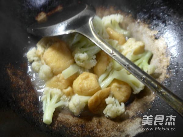 油豆腐炒花菜怎么做