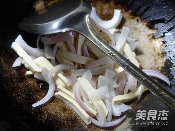 洋葱炒豆腐干的简单做法