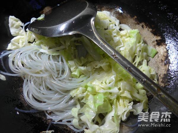 香葱圆白菜炒粉条的家常做法