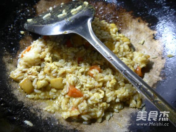 鸡蛋土豆咖喱酱炒饭怎么吃