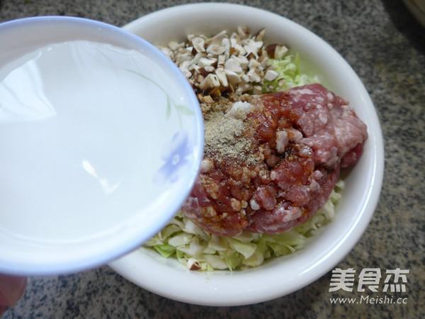 香菇圆白菜猪肉馅饺子怎样煸