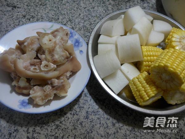 玉米萝卜猪蹄汤的做法大全