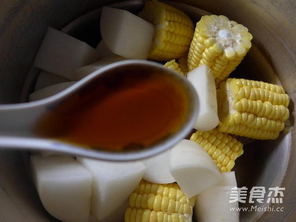 玉米萝卜猪蹄汤的简单做法