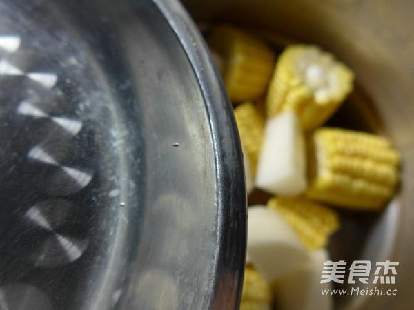 玉米萝卜猪蹄汤怎么吃