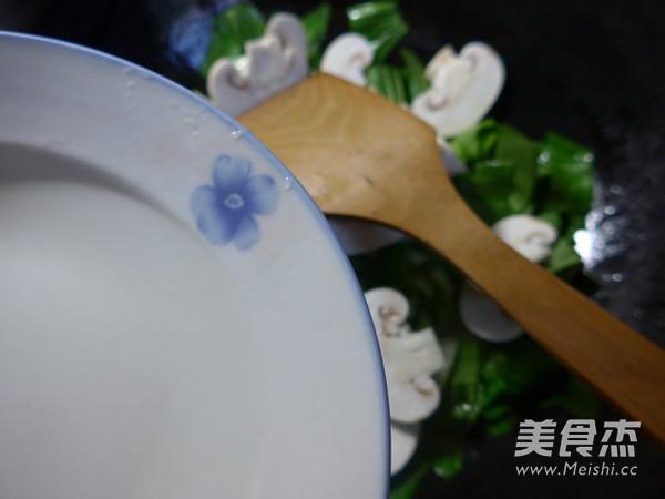 蘑菇炒青菜的家常做法