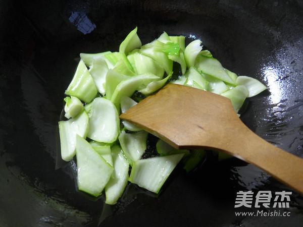 菜梗炒海虾的家常做法