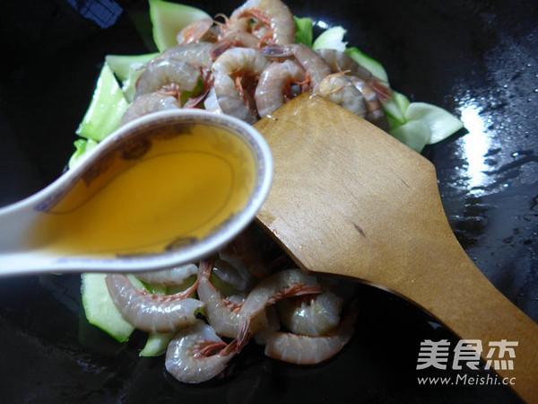菜梗炒海虾的简单做法