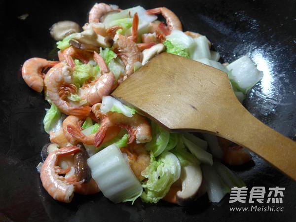 香菇白菜炒海虾的简单做法