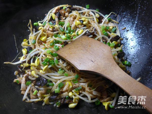 黑木耳五花肉炒黄豆芽怎么煮