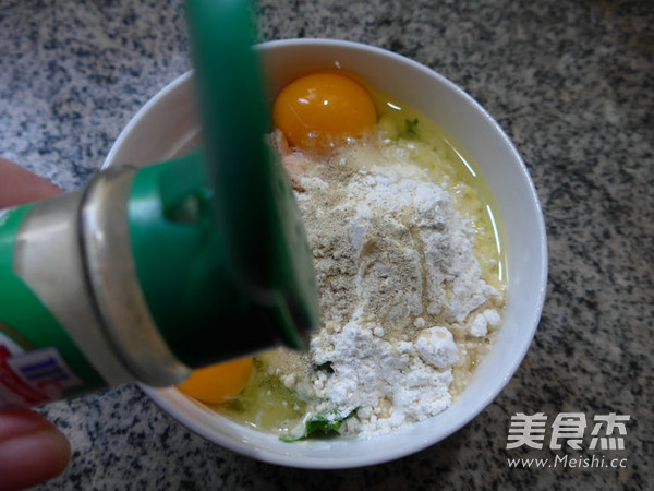 芹菜虾肉鸡蛋饼怎么做