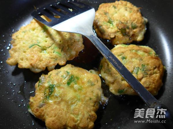 芹菜虾肉鸡蛋饼怎么煸