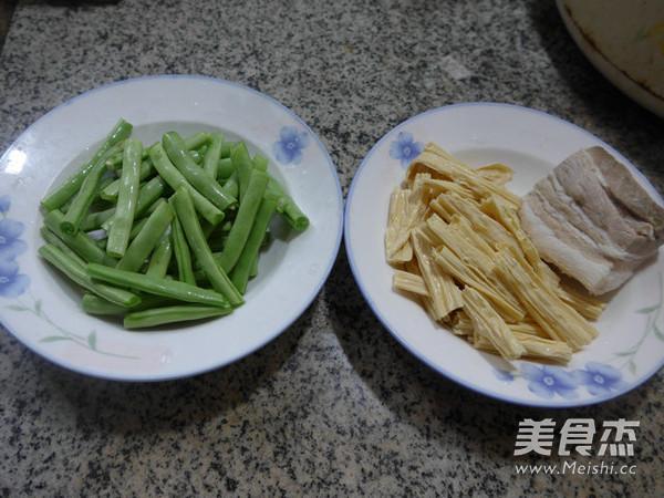 腐竹五花肉炒梅豆的做法大全