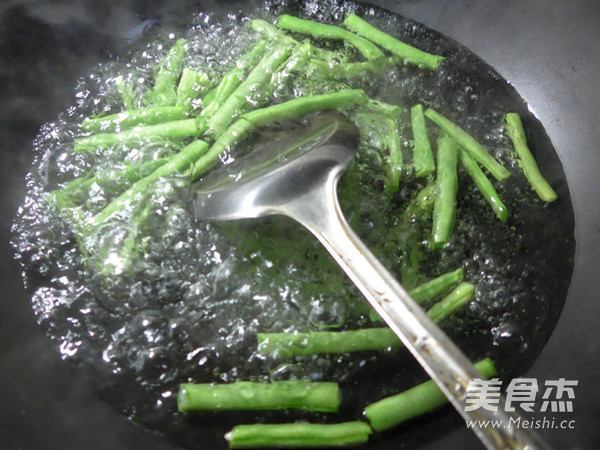 腐竹五花肉炒梅豆的家常做法