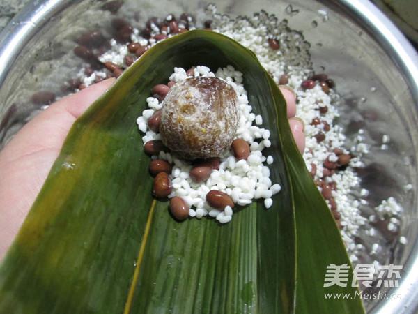 蜜枣红豆糯米粽怎么做
