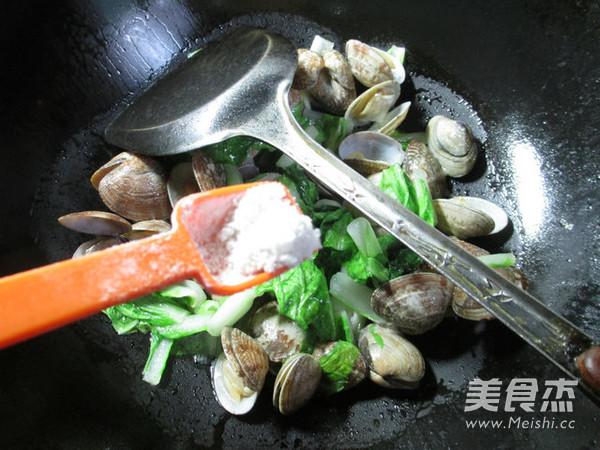 小白菜炒花蛤怎么炒