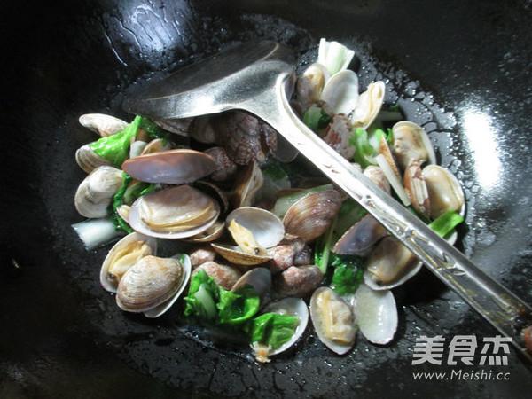 小白菜炒花蛤怎么炖
