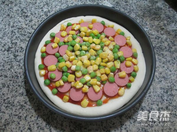 青豆玉米粒火腿肠披萨怎么吃