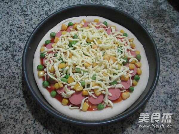 青豆玉米粒火腿肠披萨怎么做