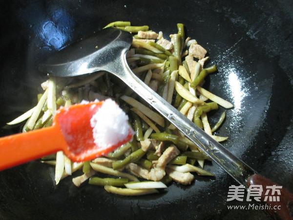 肉丝茭白炒酸带豆怎么吃