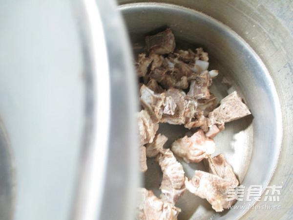 面结排骨汤的做法图解