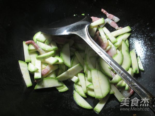 咸肉西葫芦煮粉丝的家常做法