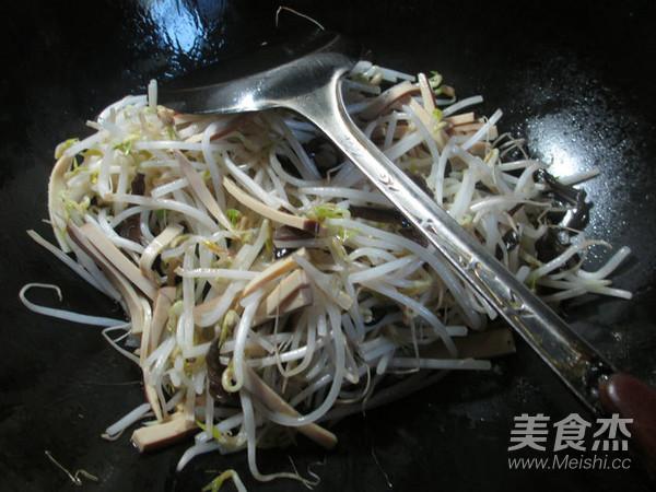 黑木耳鸡蛋干炒绿豆芽的简单做法