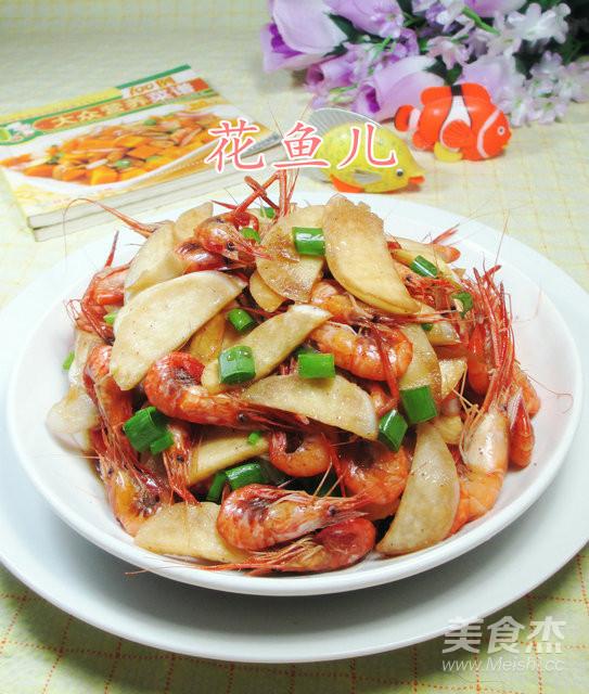 茭白炒河虾成品图