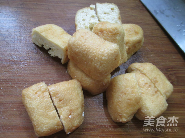 丝瓜油豆腐煮腊鸡腿的简单做法