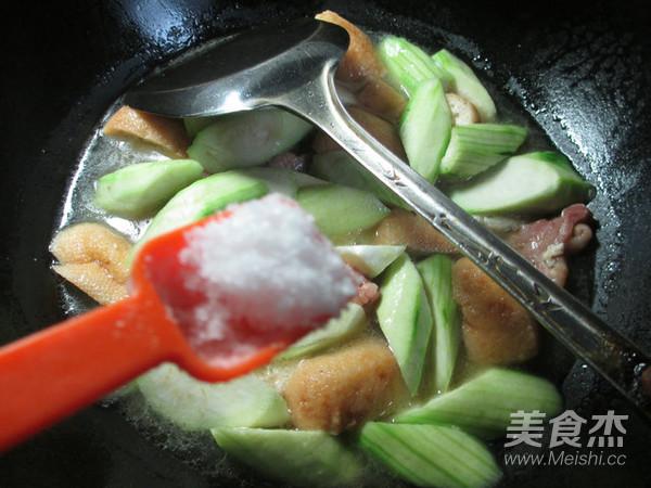 丝瓜油豆腐煮腊鸡腿怎么煮
