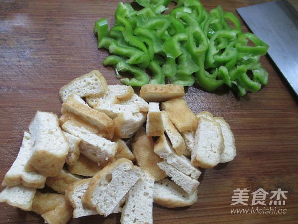 尖椒油豆腐炒毛豆的家常做法