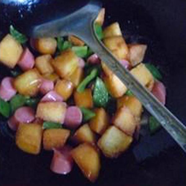 柿子椒烤香肠炒馒头怎么炖