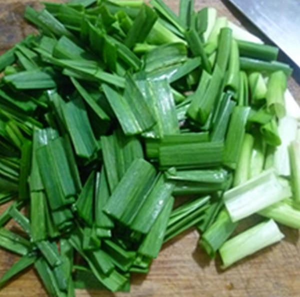 大蒜炒腊肉的简单做法