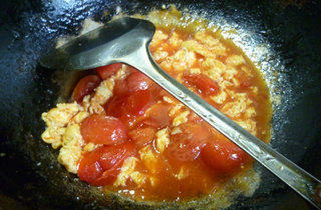 番茄炒鸡蛋盖浇螺丝面的制作